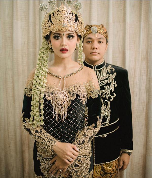 Rekomendasi Baju Resepsi Pernikahan Adat Jawa Untuk Tampil Mengagumkan