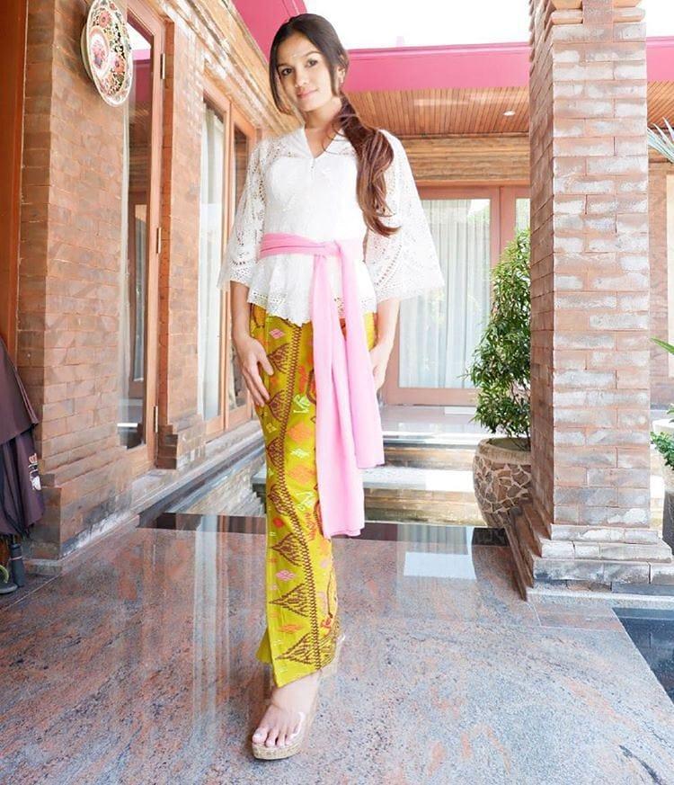 Berikut Inspirasi Aneka Model Busana Kebaya Bali Yang ...